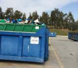cassoni per la raccolta differenziata presso l'ecocentro comunale