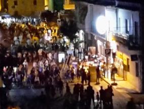 veduta notturna di via Gorizia in occasione de sa passillada del 6 agosto 2015